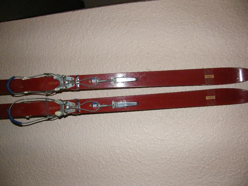 Skis Majalp, métalliques.