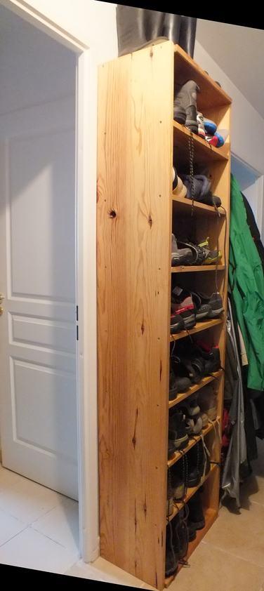 Haute étagère à chaussures, à poste.